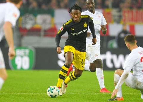 Roi Chelsea, Batshuayi ra mat Dortmund bang cu dup ban thang hinh anh 3