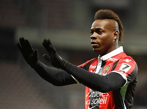 Balotelli giup Nice thang tran mo man vong 28 Ligue 1 hinh anh
