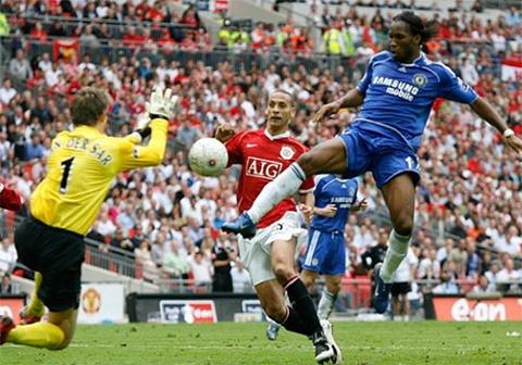 Drogba ghi ban giup Chelsea thang MU o cup FA hinh anh