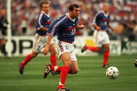 So sanh the he Zidane 1998 va Mbappe 2018 hinh anh 19