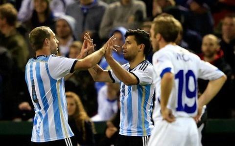 Aguero lap cu dup, Argentina ha guc Bosnia hinh anh