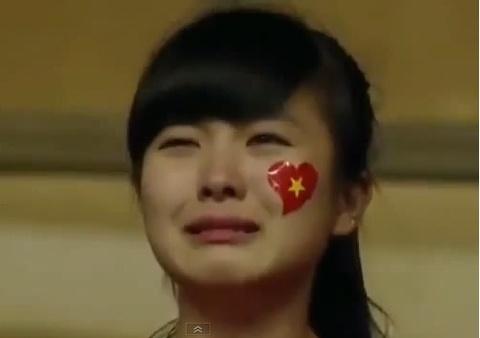 Fan nu bat khoc khi U19 Viet Nam thua tran hinh anh