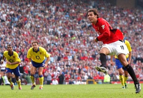 Van Nistelrooy sut hong penalty trong tran gap Arsenal hinh anh