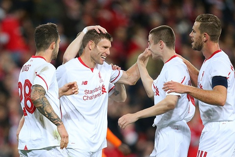Tan binh James Milner giup Liverpool danh bai Brisbane 2-1 hinh anh