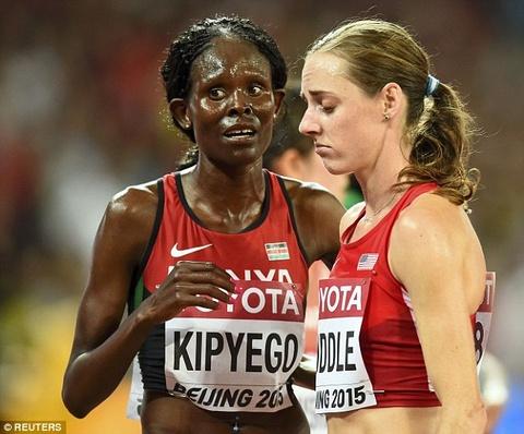 Molly Huddle mat HCD noi dung chay 10.000 m vi an mung qua som hinh anh