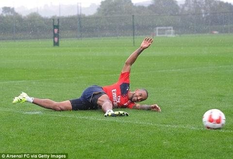 Cac hoc tro HLV Wenger thu suc voi kieu da penalty moi hinh anh