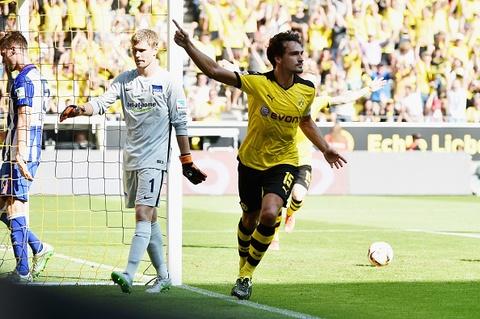 Ha Hertha Berlin 3-1, Dortmund doi lai ngoi dau tu Bayern hinh anh