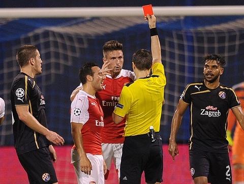 Arsenal bai tran tai Champions League vi the do va phan luoi hinh anh