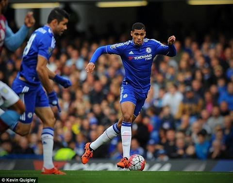 Cau thu tre Chelsea solo ghi ban tu giua san ngay phut dau tien hinh anh