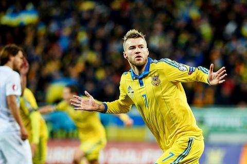 Ukraina ha Slovenia 2-0 o tran play-off vong loai EURO 2016 hinh anh