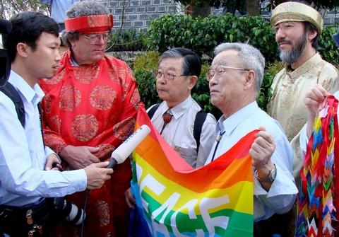 Bao chi quoc te do ve Quang Ngai dua tin dip 50 nam tham sat My Lai hinh anh
