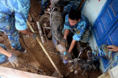 Cảnh tan hoang ở làng chài phố biển Nha Trang sau trận lở núi