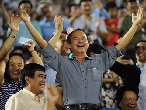 Bau Duc: 'VFF khong dam ky cho Tuan lam HLV truong DTQG' hinh anh