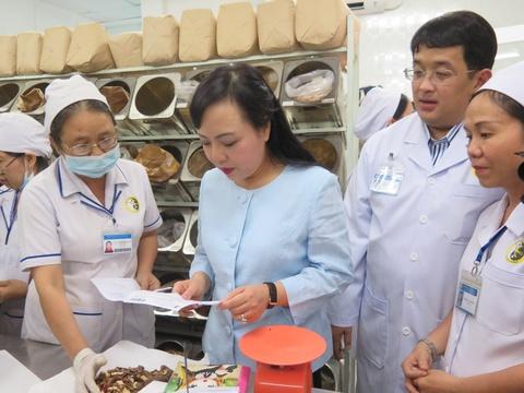 Bo truong Y te Nguyen Thi Kim Tien: 'Toi rat thich cham cuu' hinh anh