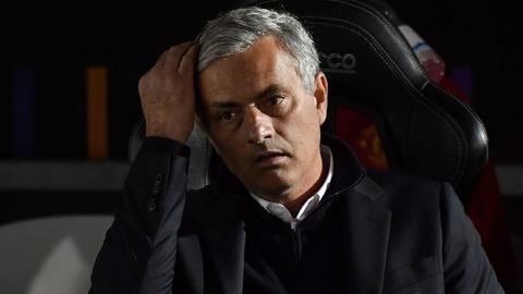 Buc boi vi mat nguoi, HLV Mourinho len tieng chi trich FIFA hinh anh