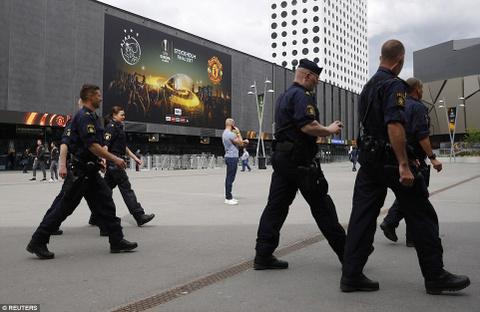 UEFA tang cuong an ninh bao ve tran Man Utd - Ajax hinh anh