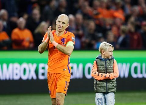 Robben chia tay dong doi va nguoi ham mo Ha Lan hinh anh
