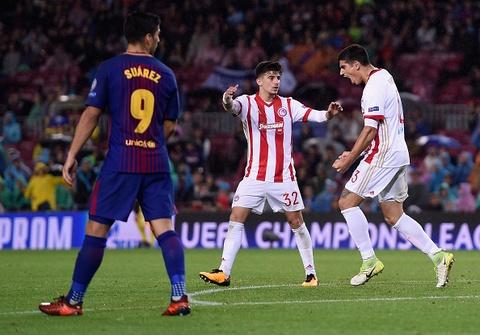Messi toa sang giup 10 nguoi Barca danh bai Olympiacos hinh anh 10