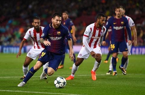 Messi toa sang giup 10 nguoi Barca danh bai Olympiacos hinh anh 2