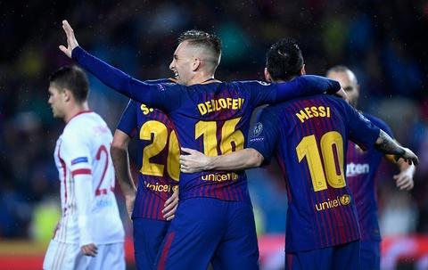 Messi toa sang giup 10 nguoi Barca danh bai Olympiacos hinh anh 3