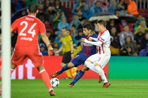 Messi toa sang giup 10 nguoi Barca danh bai Olympiacos hinh anh 7