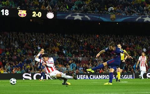 Messi toa sang giup 10 nguoi Barca danh bai Olympiacos hinh anh 9