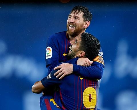 Messi - Suarez lap sieu pham, Barca bo xa Real 19 diem hinh anh