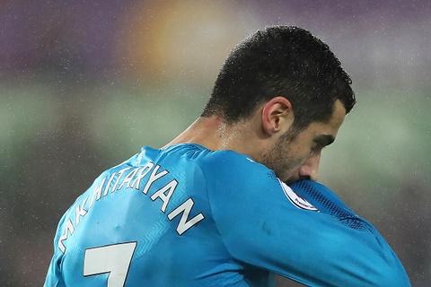 Ra mat Mkhitaryan, Arsenal thua muoi mat truoc doi bong bet bang hinh anh