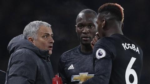 Doi hinh ket hop derby Manchester: Chon Young, loai Pogba va Lukaku hinh anh