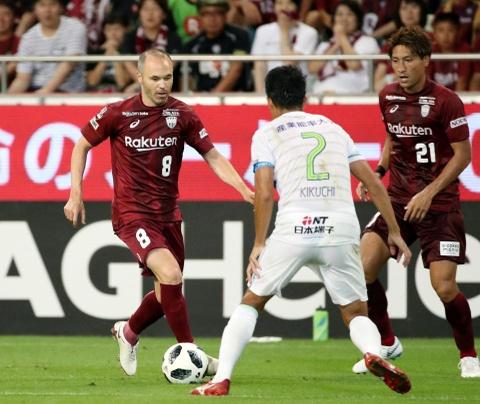 Iniesta va Torres deu that bai o tran ra mat J.League hinh anh