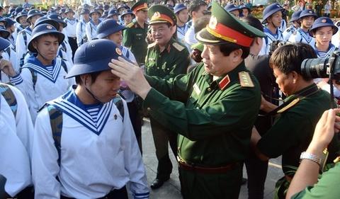Bo truong Quoc phong chinh quan phuc cho tan binh hinh anh