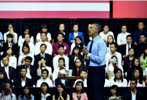 Obama coi ao vest, xan tay ao tro chuyen cung ban tre Viet hinh anh 5