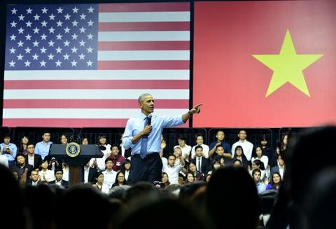 Obama coi ao vest, xan tay ao tro chuyen cung ban tre Viet hinh anh 14