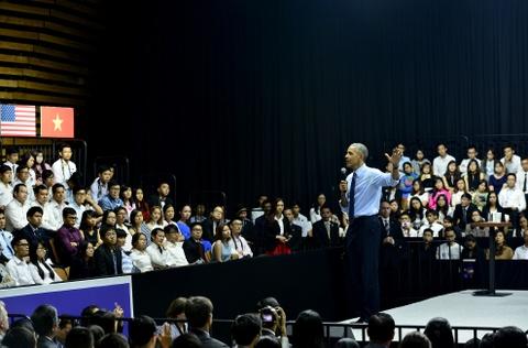 Obama coi ao vest, xan tay ao tro chuyen cung ban tre Viet hinh anh 7
