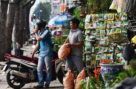 Chu kiot giap san bay Tan Son Nhat lo lang truoc khi phai di doi hinh anh
