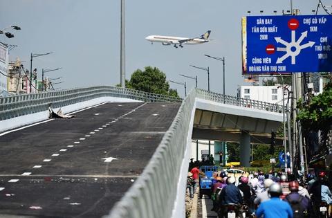 Nhánh cầu vượt cuối cùng ở cửa ngõ sân bay Tân Sơn Nhất thông xe