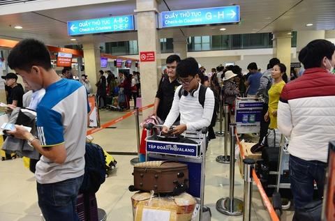 Vi sao Tan Son Nhat bi xep 'bet bang' ve chat luong dich vu? hinh anh 7