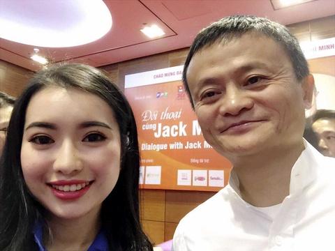 Hoa khoi Hoc vien Ngoai giao selfie, doi thoai voi Jack Ma hinh anh