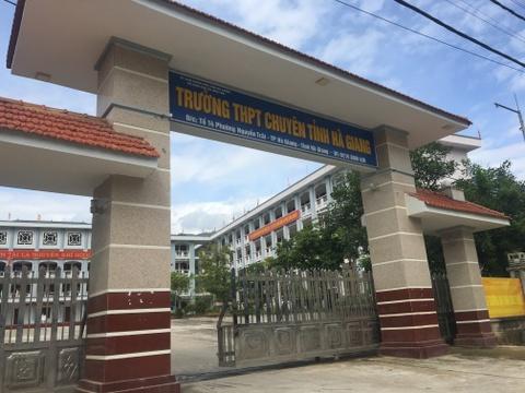 Truong Ha Giang tra loi ve nghi van thi sinh diem cao la con quan chuc hinh anh