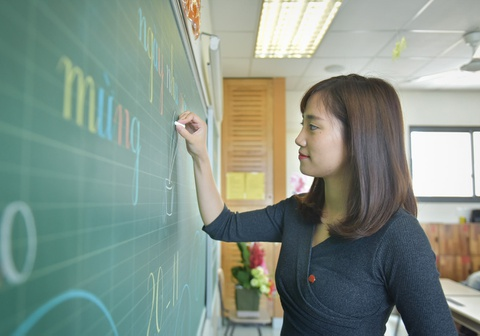 Đề xuất tăng lương giáo viên bằng công an, quân đội có khả thi?