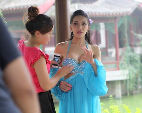 Lo canh hau truong Phan Kim Lien moi hinh anh