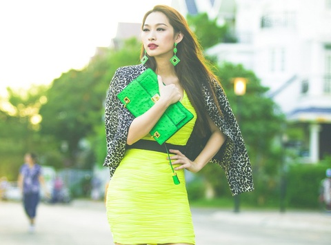 Street style xuong pho sanh dieu cua Quynh Thy hinh anh