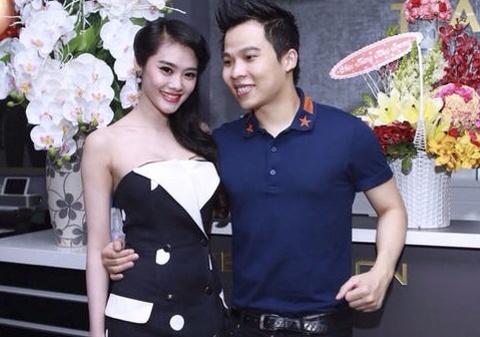 Khac Tiep tinh tu om eo Linh Chi khi du tiec hinh anh