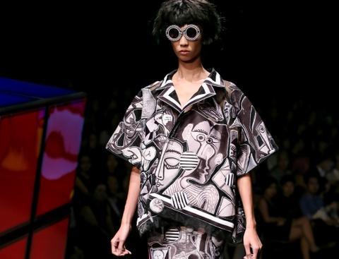 Hoa tiet tranh Picasso nhay mua trong BST cua Cong Khanh hinh anh