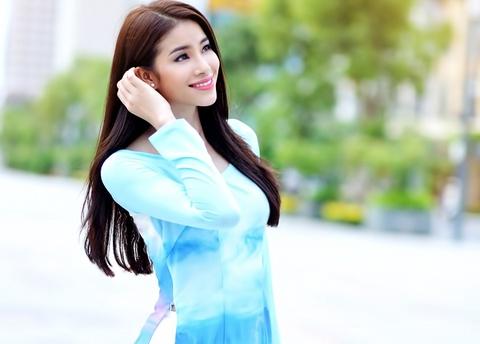 Pham Huong duyen dang ao dai hoa tiet Sai Gon hinh anh