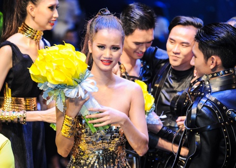 Huong Ly: 'Toi xung dang lam quan quan hon Nguyen Hop' hinh anh