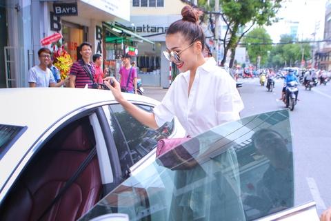 Thanh Hang dua don ba xa Binh Minh di su kien hinh anh 1