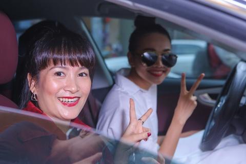 Thanh Hang dua don ba xa Binh Minh di su kien hinh anh 2