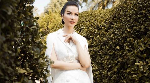 MC Thanh Mai dien mot trang den quyen ru hinh anh