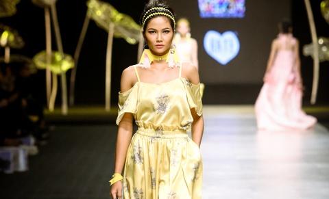Bo suu tap Blooming - NTK Huyen Nguyen hinh anh